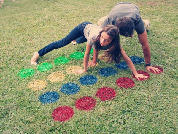 Craft ideas play in the garden twister