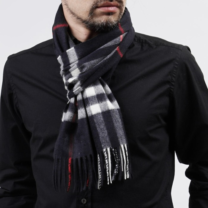 Burberry scarf slitage trend 2017 19