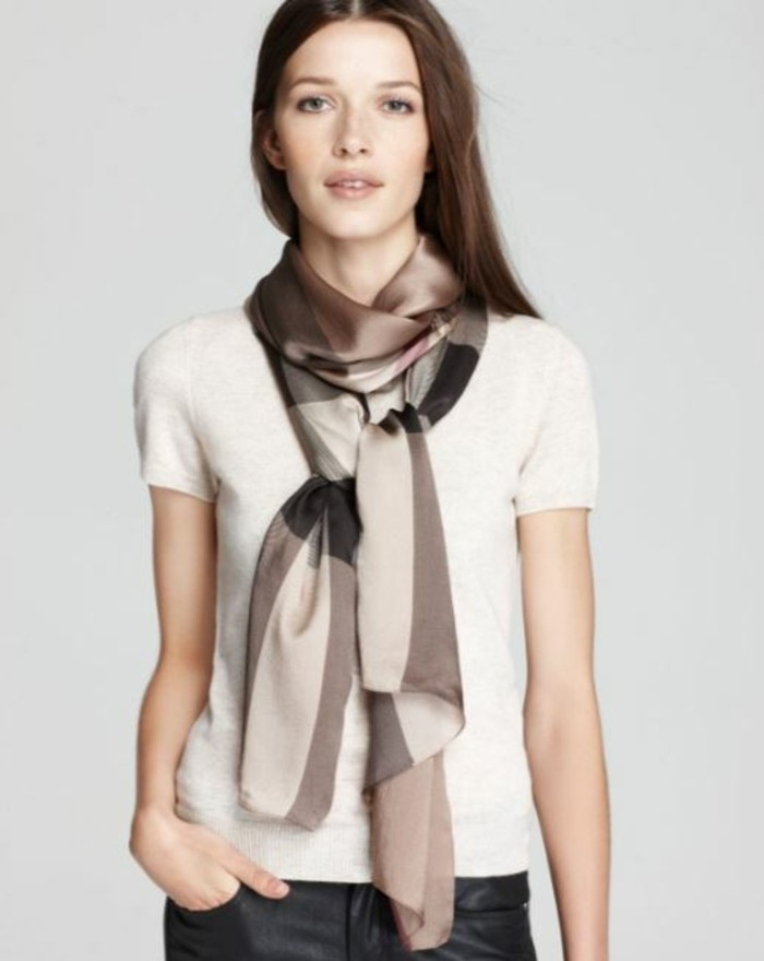 Burberry scarf slitage trend 2017 4