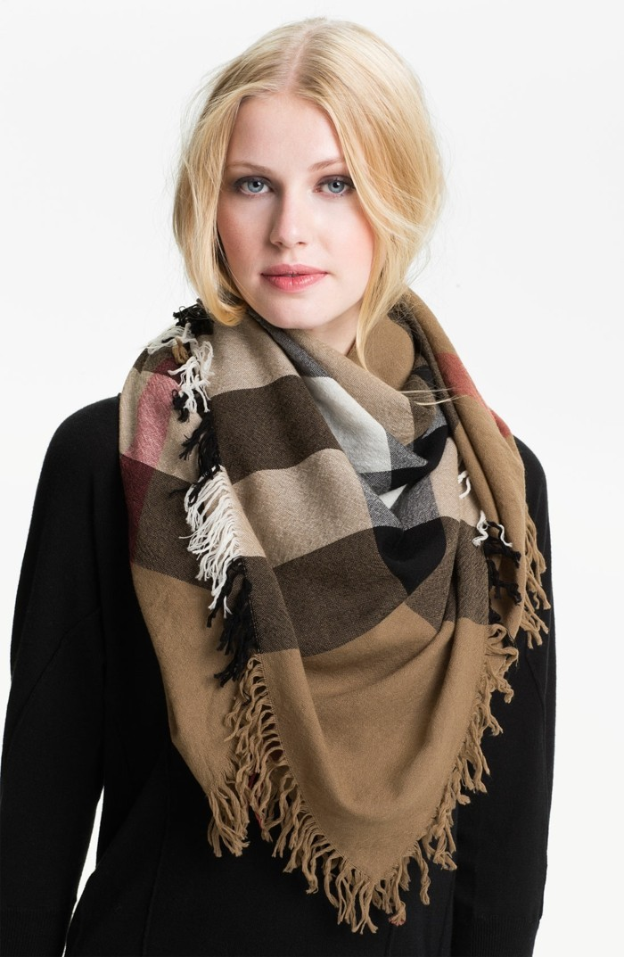 Burberry scarf slitage trend 2017 6