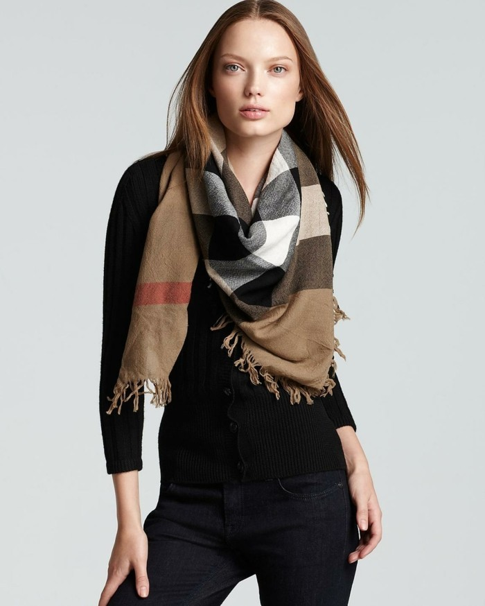 Burberry scarf slitage trend 2017 7