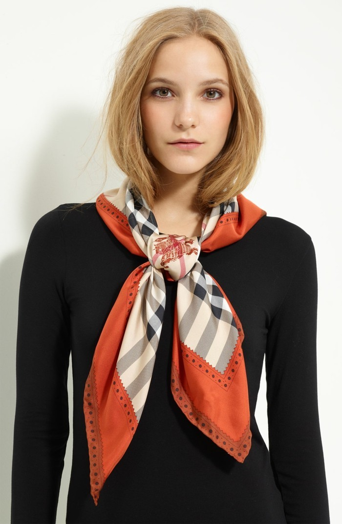 Burberry scarf slitage trend 2017 8