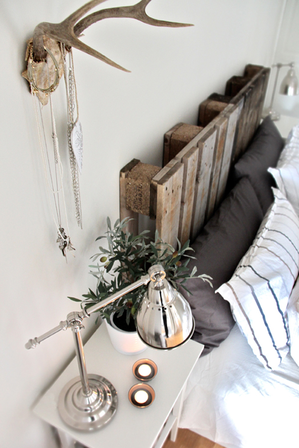 DIY decoration ideas from reclaimed wood headboard palette