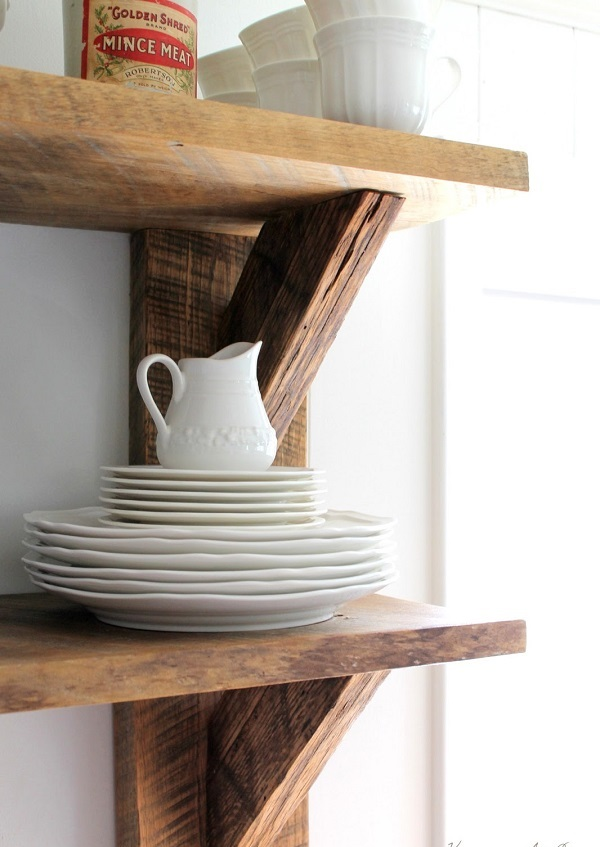 DIY decoration ideas from reclaimed wood shelves kitchen plates