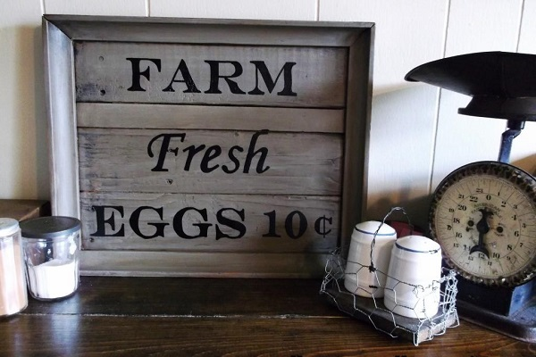 DIY decoration ideas from reclaimed wood vinyl letters frame
