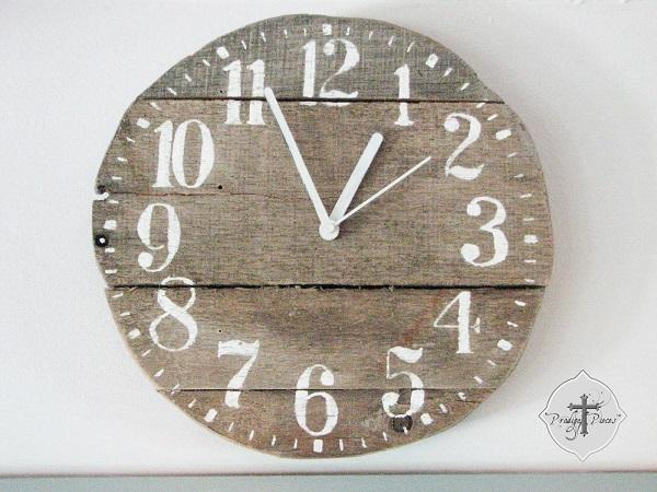 DIY decoration ideas from reclaimed wood wall clock wall design