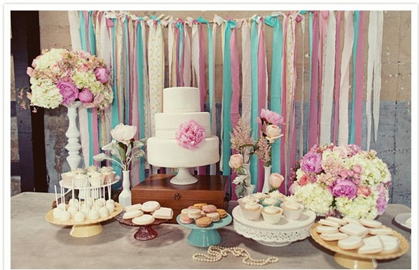 Weddings deco pink purple blue tablecloth pies