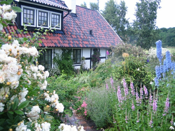 Garden house white flowers Sweden style lush foliage