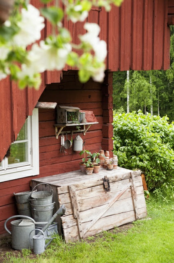 Garden house in the Swedish style tools red