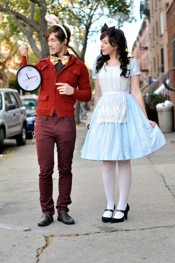 Halloween costumes themselves make alice in wonderland