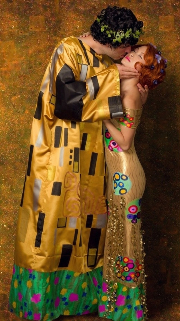 Halloween costumes themselves make klimt the kiss