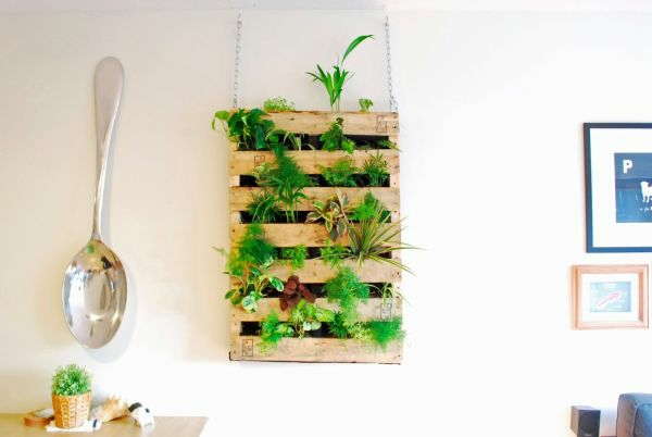 Furniture hanging from europallets plant stand