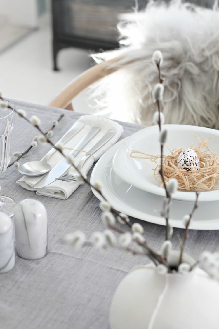 Easter decoration rustic table decoration ideas DIY ideas festive table decoration