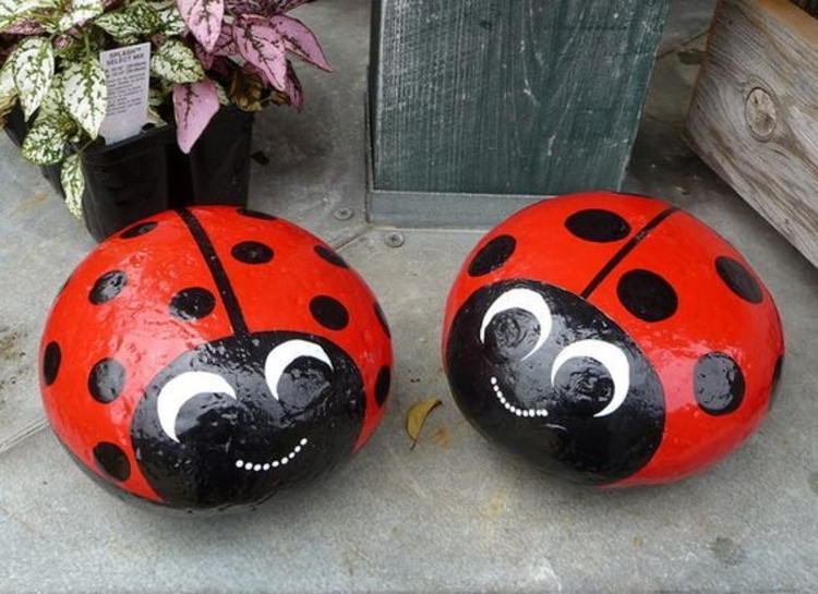 Paint Stones Ladybug Garden Decoration Crafting with stones