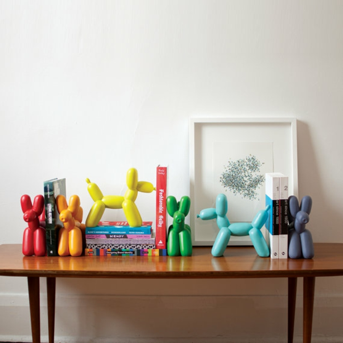 Bookshelf bookends colorful baloon dogs