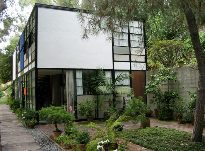 famous architects Charles and Ray Eames cottage eames house california