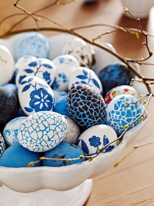 blue white colors flowers figurines easter eggs easter idea