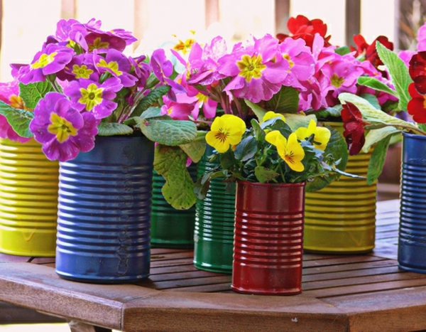 Flowerpots from old cans