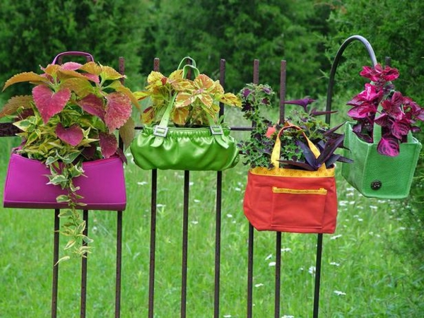 Flowerpots from old bags