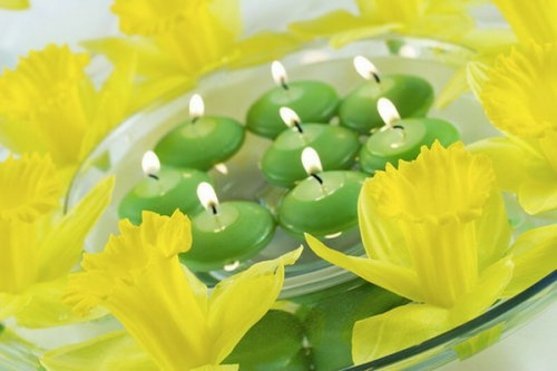 cool candles ideas summer green yellow daffodils fresh