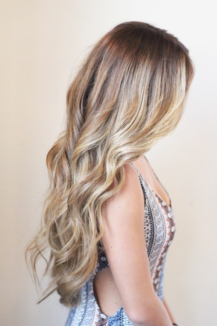 women's hairstyles colors trends long hair wavy