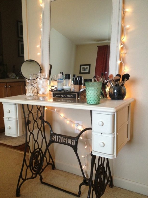 Convert the old sewing machine into a dressing table