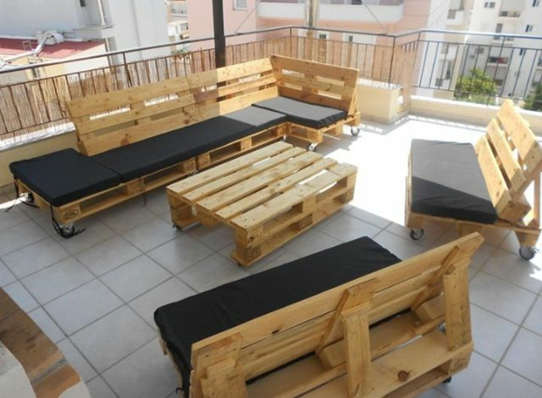 DIY garden furniture made of pallets benches tables chairs