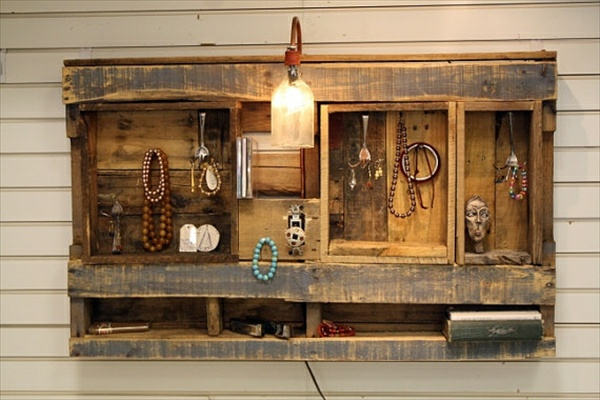 wooden pallet diy jewelry shelf