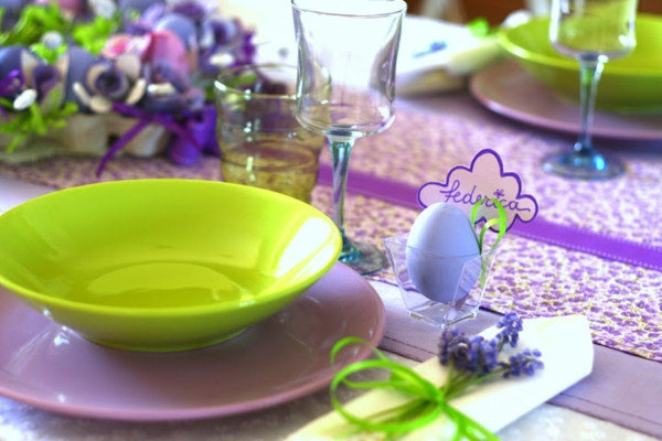 festive table decoration to easter colorful eggs tableware