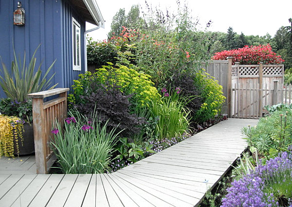 garden house ideas in cobalt blue with narrow wooden path