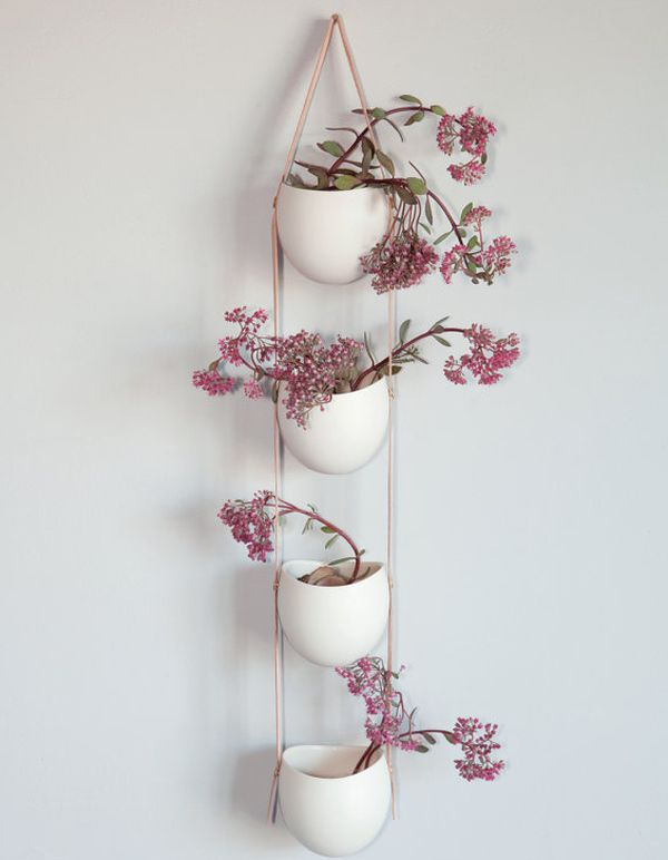 hanging flowerpots houseplants airy pink wall deco