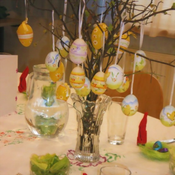 original deco ideas for easter hanging eggs