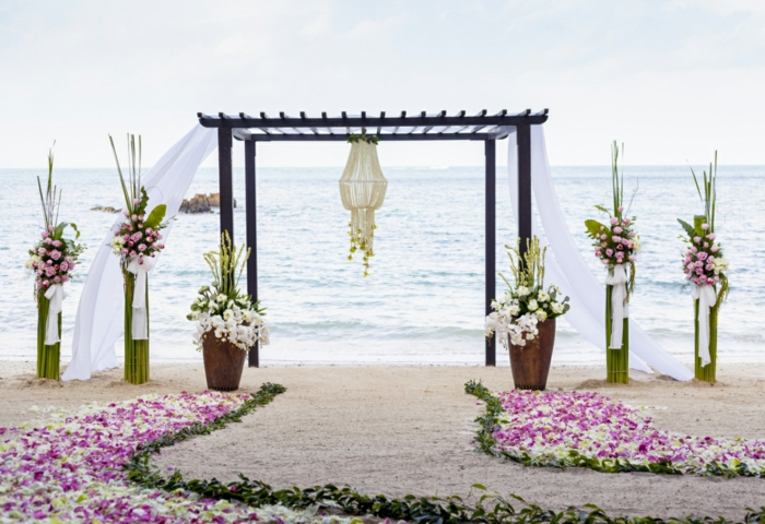 Wedding decoration trends beach flower arrangement
