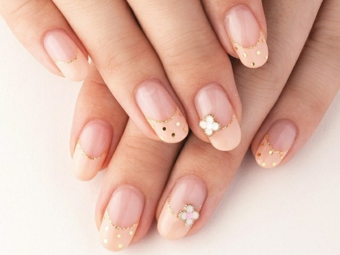 wedding manicure gold glitter dots floral elements fine nail design