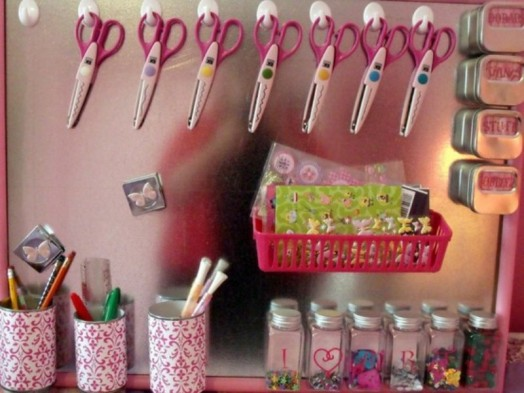 room children mangettafel pink scissors crayons