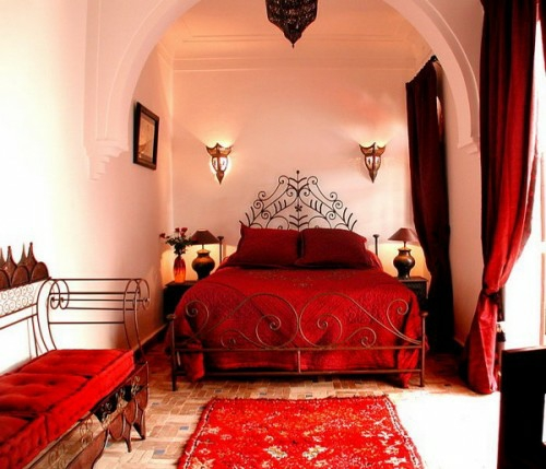 Moroccan bedroom design idea red color