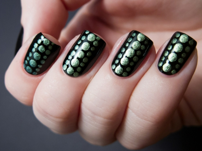 nail design black green dots elegant