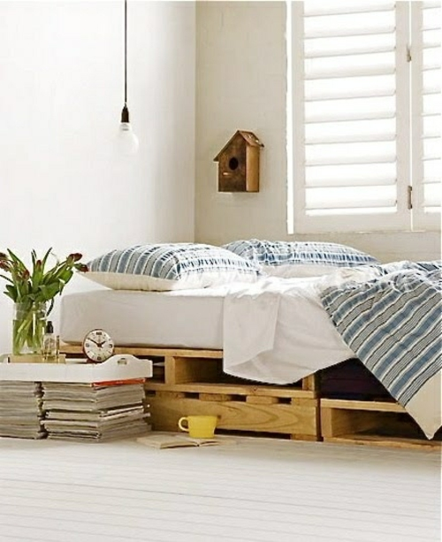 beds made of wooden pallets