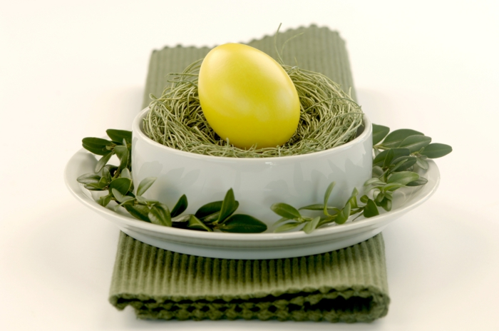 easter decoration tinker ideas table decoration easter egg yellow green plants