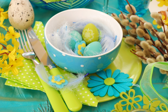 easterdeko tinker ideas table decoration yourself easter eggs porcelain bowl cutlery feather