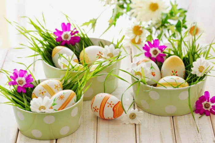 Easter decoration make yourself table decoration Easter eggs painted grass flowers