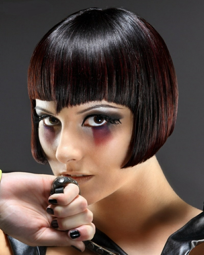 pagenschnitt mit pony short bob pagen hairstyle retro style ana wintour vouge