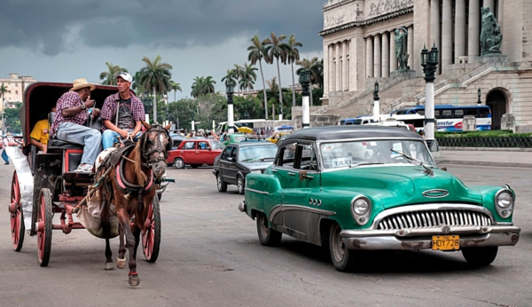 travel to cuba oldtimer taxi carriage