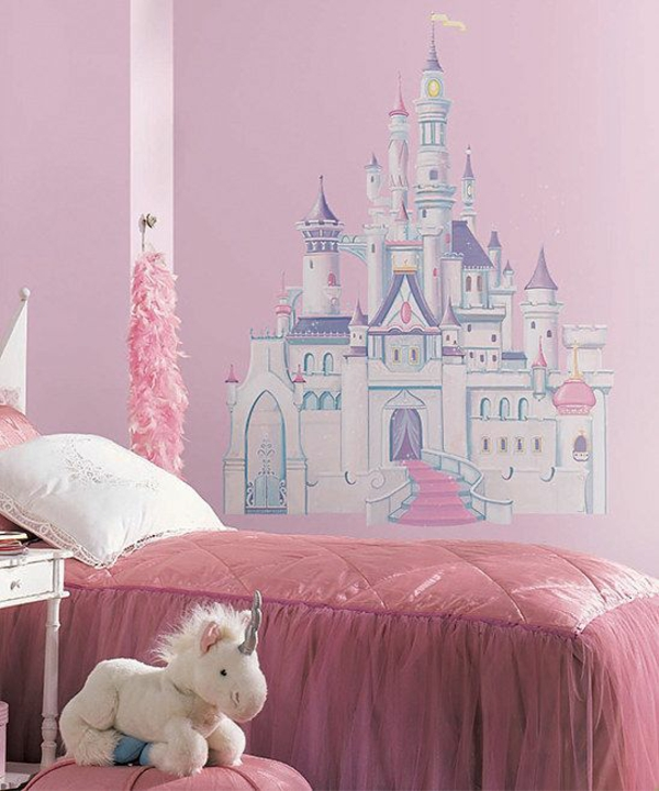Castle wall decoration in children's bedroom bed