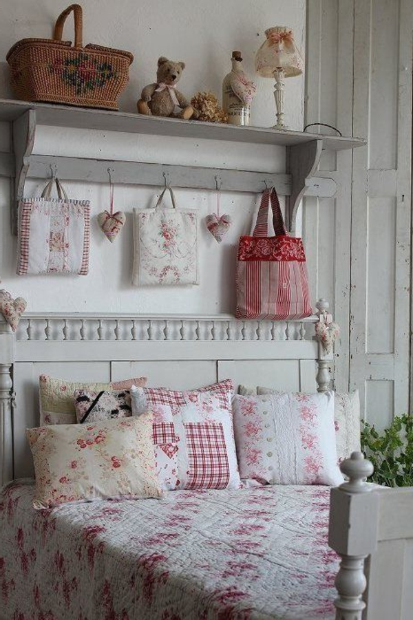 shabby chic bedroom wall deco kaste pute