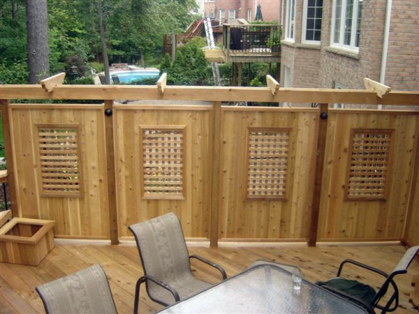 Privacy protection of wood in the garden design garden furniture plate
