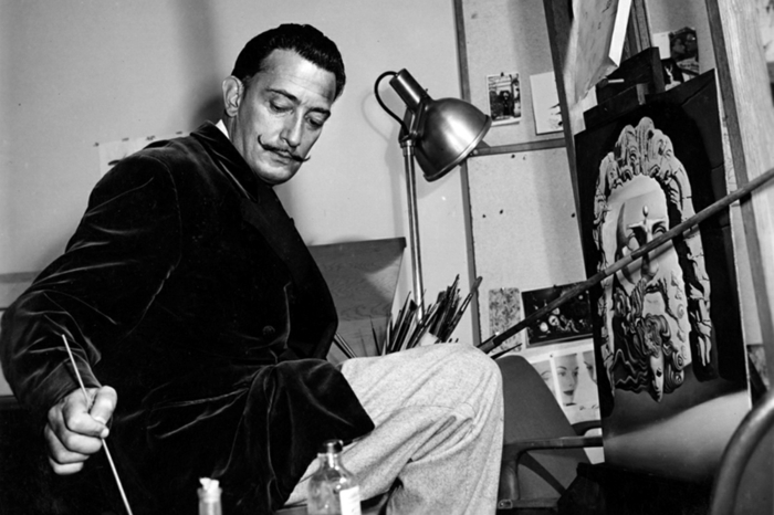 surrealism artist salvador dali at work