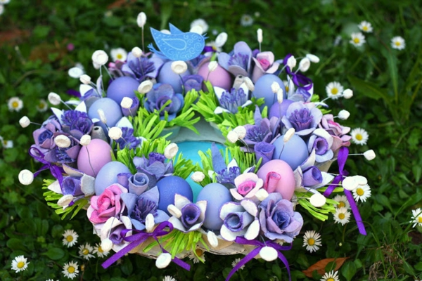table decoration to Easter colorful eggs Easter wreath
