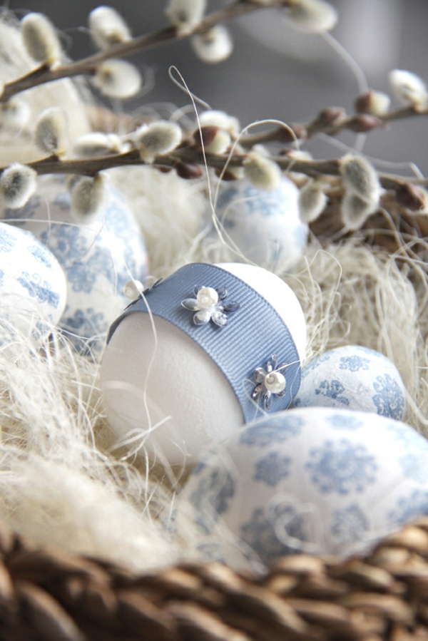 original deco ideas for easter egg blue color adornment