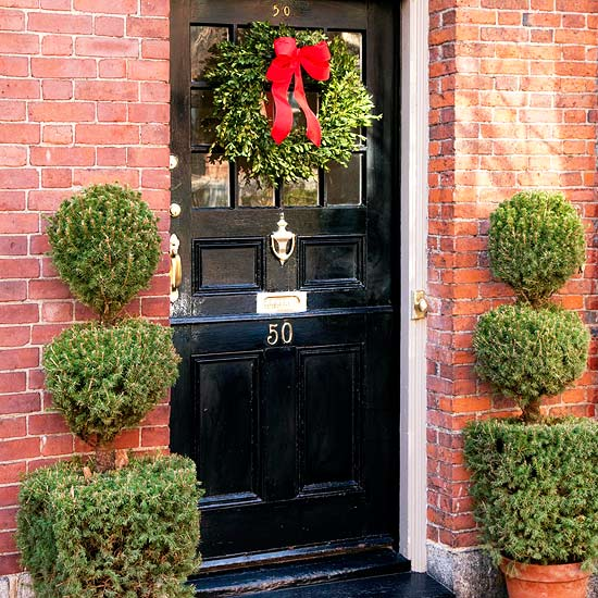christmas decoration wreath entrance red bow